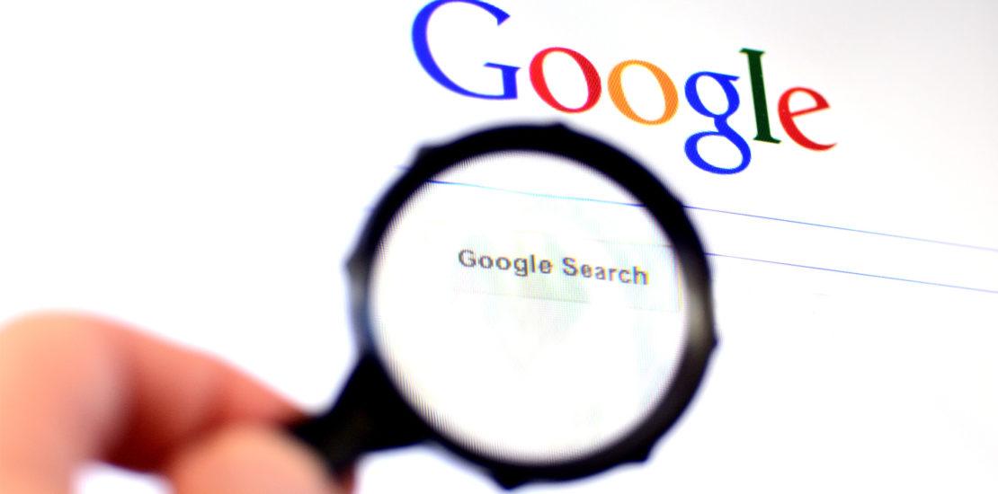 Lupa sobre buscador Google